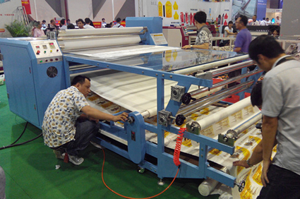 Workers in textile factoring using Heat transfer machine